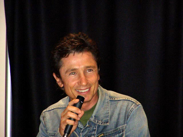 dominic keating height