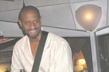 Tim Russ playing music in Quark's Bar, Las Vegas 2003